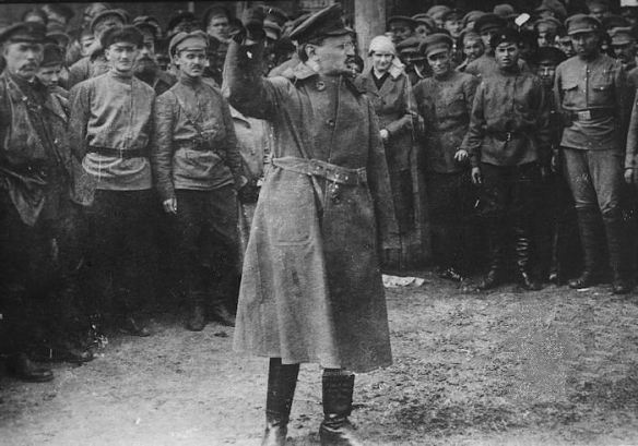 Trotsky addresses Red Army soldiers
